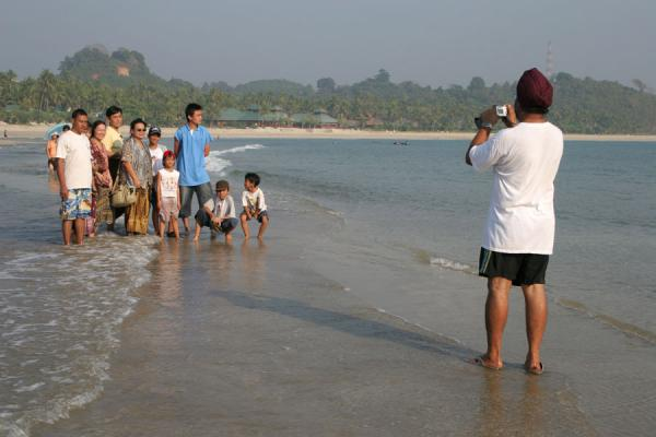 Taking pictures in the surf during low tide | Ngwe Saung Beach | Myanmar (Burma)