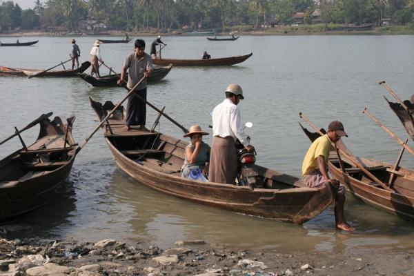 Picture of Boat traffic on the Pathein river