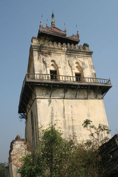 Foto di Nanmyin watchtower: last tilting remains of royal palaceMyanmar (Birmania) - Myanmar (Birmania)