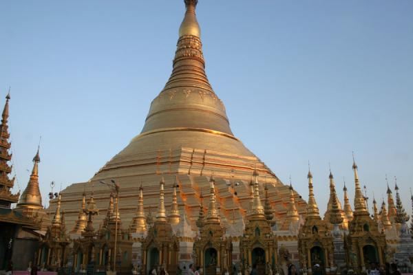 The main stupa of Shwedagon Pagoda seen from below | Shwedagon Pagoda | Myanmar (Burma)