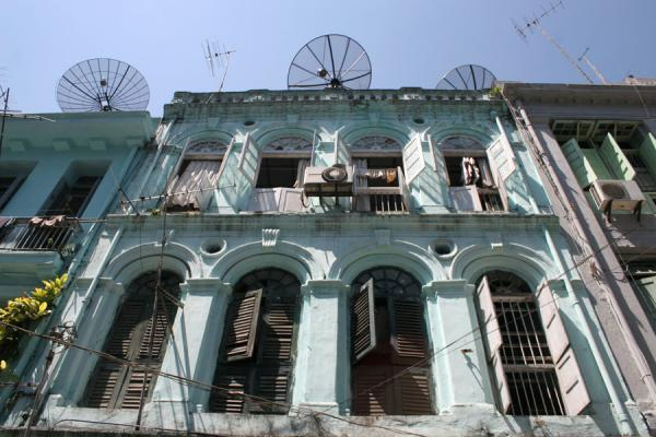 Foto di One of the typical houses in Yangon seen from belowMyanmar (Birmania) - Myanmar (Birmania)