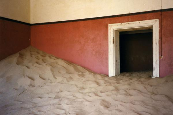 Picture of Kolmanskop (Namibia): Sandy house in Kolmanskop