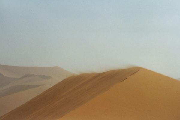 Picture of Sand blowing off the top of a sand duneSesriem sanddunes - Namibia