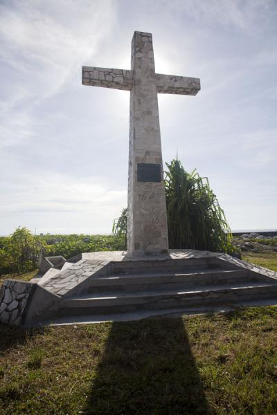 Cross commemorating all those who lost their lives in the treacherous coast of Anibare | Nauru Coast | Nauru