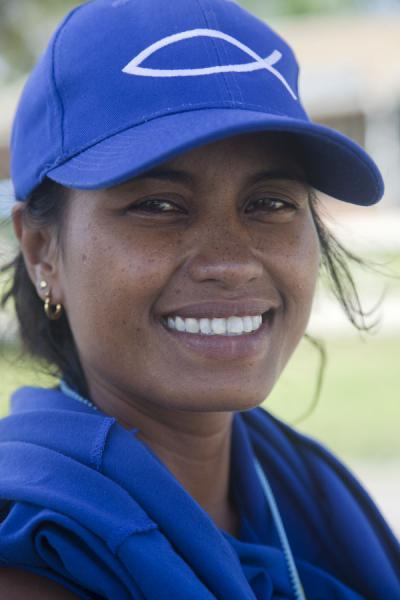 Charming smile of a Nauruan woman in Anabar | Gente de Nauru | Nauru