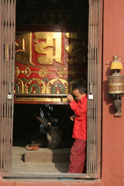 Picture of Boudha Stupa (Nepal): Bodnath: dwarf at entrance of prayer hall