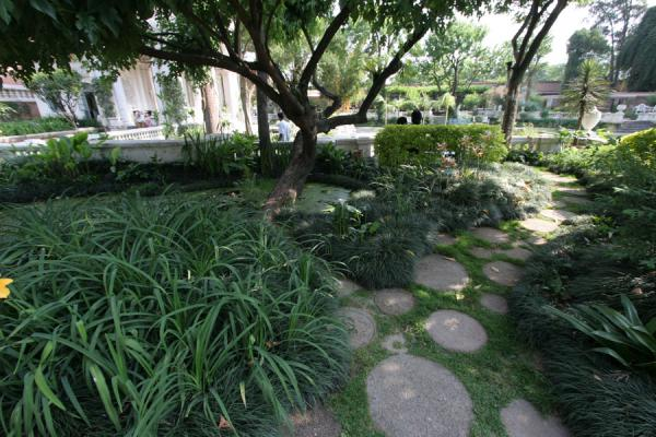 Quiet spots for private meetings can be found everywhere in the Garden of Dreams | Garden of Dreams | Nepal
