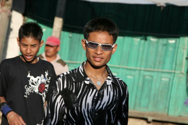 的照片 Fashionable Nepalese guy with sunglasses - 尼泊尔
