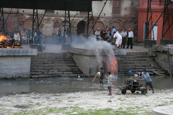 Clearing a platform for the next cremation | Pashupatinath Crematie | Nepal