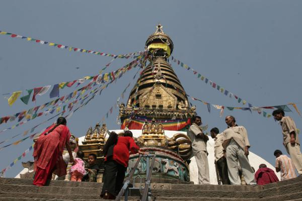 Foto de Last steps before reaching the temple, golden tower in the backgroundKathmandú - Nepal