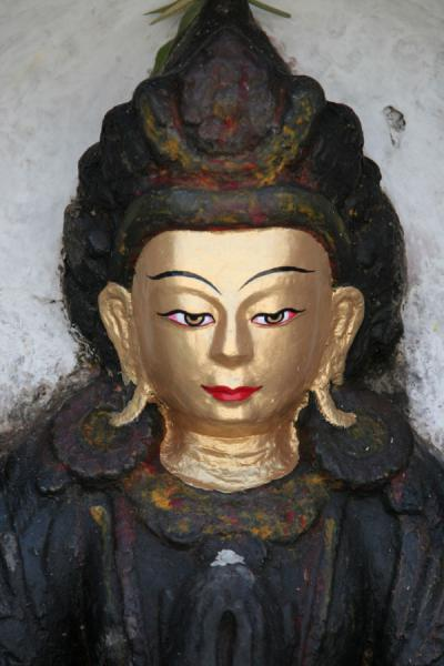 的照片 Golden head of statue at Swayambhunath temple - 尼泊尔