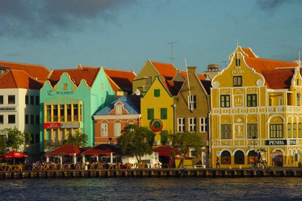 Houses at the waterfront in Punda in the late afternoon | Curacao Architecture | Netherlands Antilles