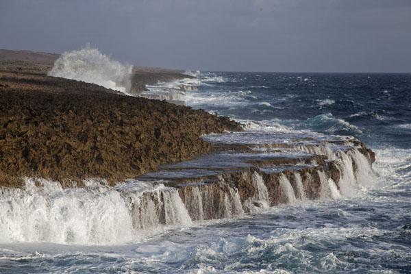 Photo de The rocky coast at Shete Boka National ParkShete Boka - Antilles Néerlandaises