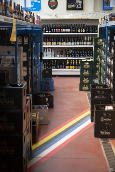 Foto van The border running straight through a beer shopBaarle - Nederland