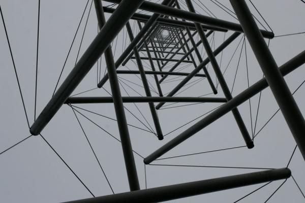 Looking up the Needle tower of Kenneth Snelson | Kröller Müller Sculpture Garden | Netherlands