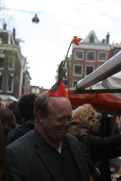 Wearing a simple orange tulip on the head | Queens Day | Netherlands