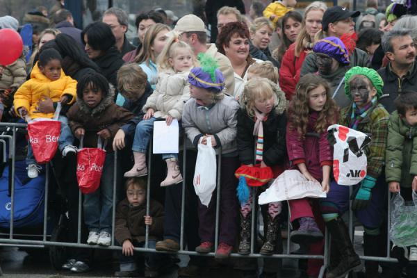 Picture of Kids in anticipation of the arrival of Sinterklaas and his Zwarte Pieten