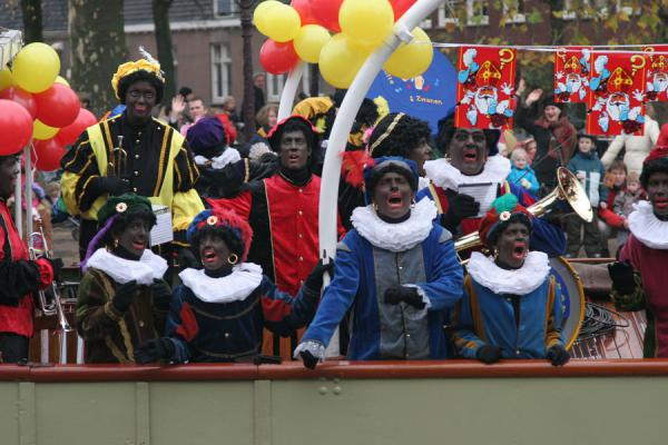 Picture of Zwarte Pieten on the steamboat of Sinterklaas