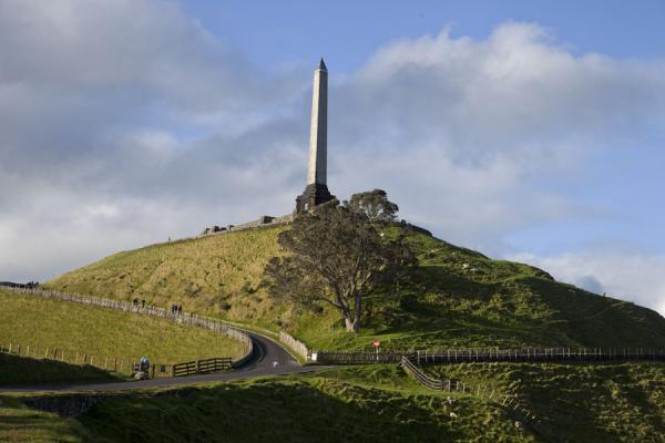The obelisk of One Tree Hill pays respect to the Maori people and was erected to honour the last wish of former major Sir John Logan Campbell | Area volcanica di Auckland | Nuova Zelanda