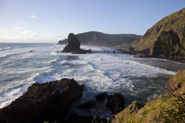 Picture of Waitakere Ranges Regional Park (New Zealand): Keyhole Rock starring in a particularly rugged stretch of coastline