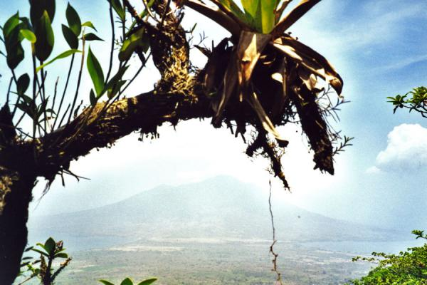 Photo de Volcano and both sides of the islandOmetepe - le Nicaragua