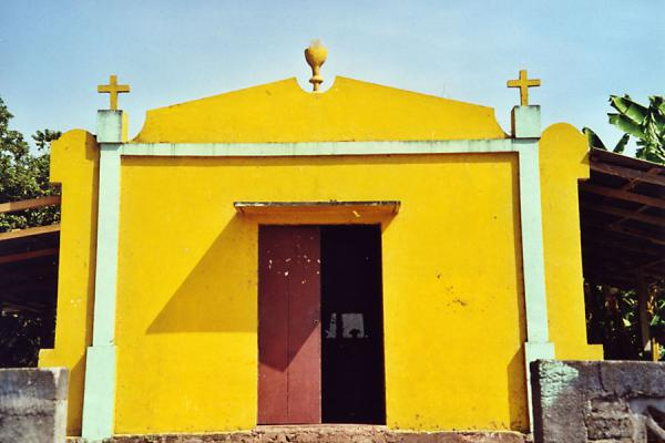 Foto van Colourful church near the beachOmetepe - Nicaragua