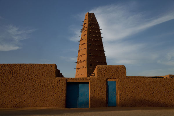 Spiked minaret and outside wall of the Big Mosque of Agadez | Agadez Big Mosque | Niger
