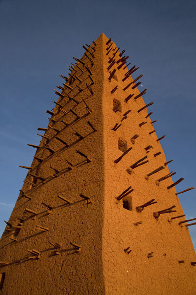 Looking up the spiked minaret in the late afternoon | Agadez Big Mosque | Niger