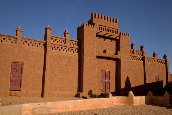 Foto van Facade of the cemetery of the marabouts in the old town of AgadezKolonia Town - Niger