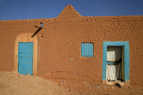 Adobe house with blue doors in the old town of Agadez | Agadez Old Town | Niger