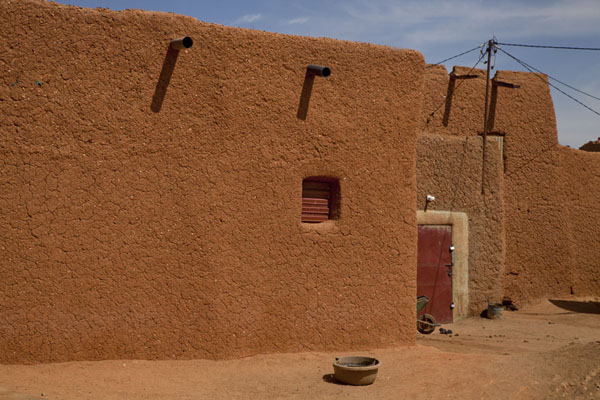 Row of adobe houses in the old town of Agadez | Agadez Old Town | Niger