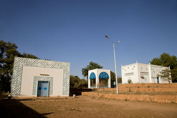 Typical Hausa buildings with part of the collection of the National Museum inside | Museo Nazionale del Niger | Niger