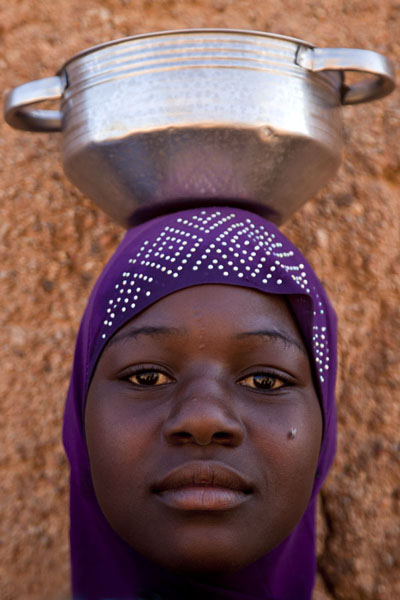 Picture of Girl in the Tilacoco neighbourhood posing for a pictureZinder - Niger