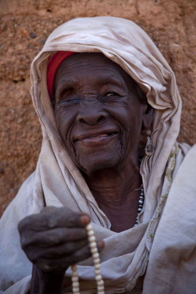 Picture of Zinder Old Town (Niger): Probably one of the oldest ladies of the Tilacoco neighbourhood posing for a picture