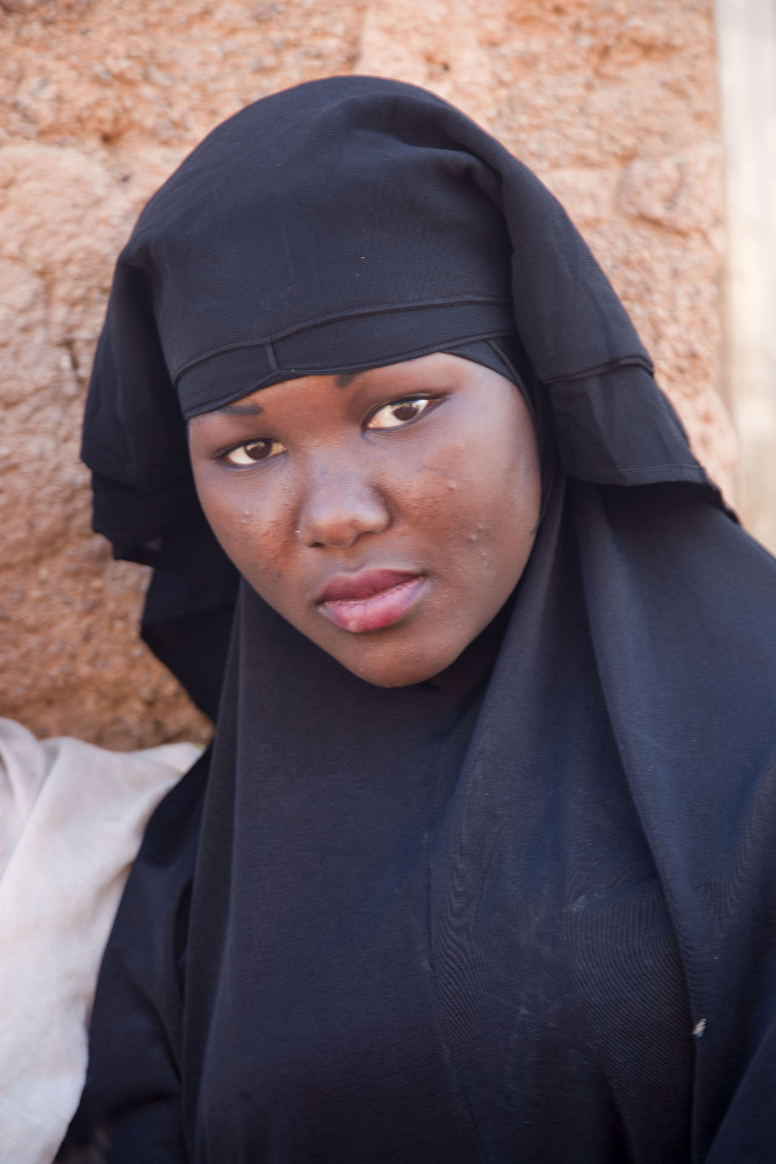 Girl posing for a picture in the old town of Zinder | Zinder Old Town | Niger