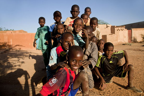 Kids posing for a picture in the afternoon | Zinder Old Town | Niger