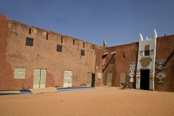 Picture of The courtyard of the Sultan Palace with the women's wing on the leftZinder - Niger