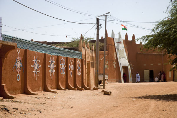 Picture of Zinder Sultan Palace (Niger): The Sultan Palace on a dusty street in Zinder