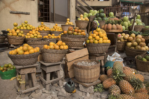 Foto van Fruit stall at Oyingbo marketLagos - Nigeria