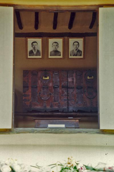 Picture of Pictures of the courageous grandfathers of the Late PresidentManyongdae - North Korea