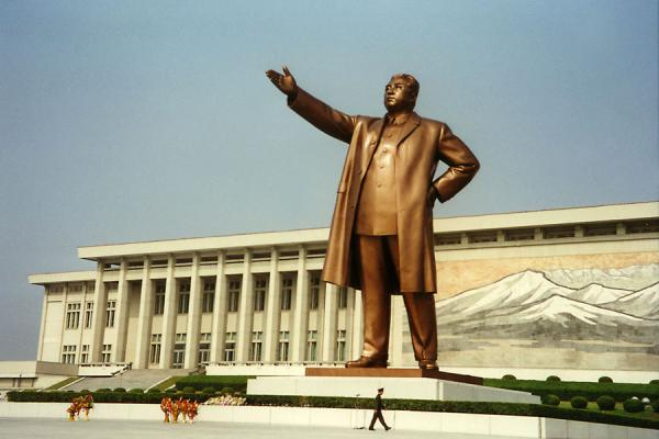 The Great Leader Kim Il Sung in bronze (note the size of the soldier compared to the statue...) | Pyongyang Monuments | North Korea