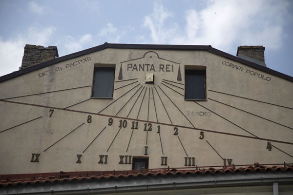 Sun clock on a wall in Bitola | Bitola | Noord-Macedonië