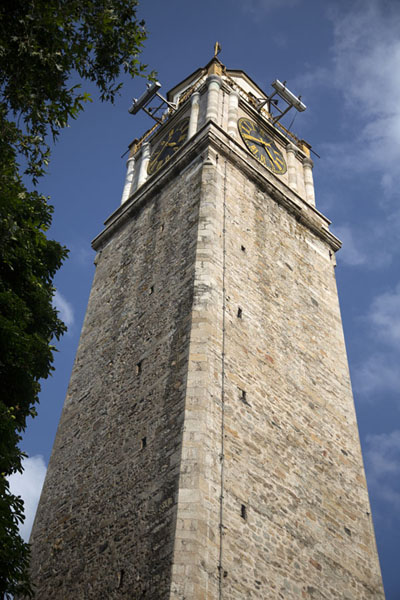 Looking up the clocktower of Bitola | Bitola | Macedonia del Norte