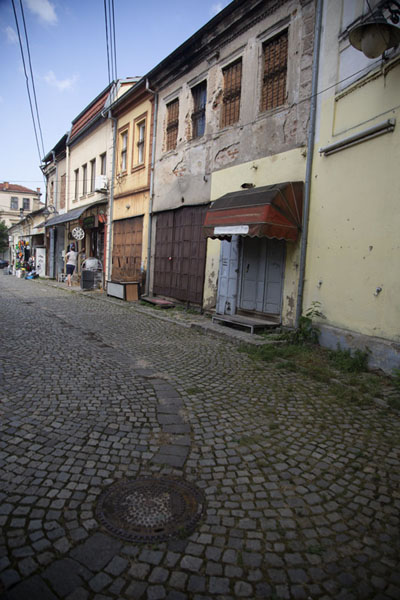 Buildings on a cobble-stone street | Bitola | Macedonia del Norte