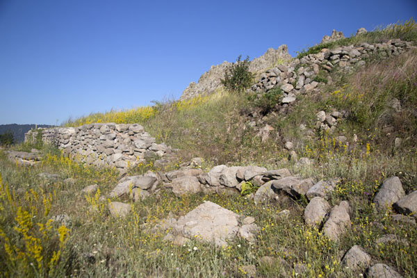 Foto van Ruins of the sanctuary wall on the west of the summit of the mountain at KokinoKokino - Noord-Macedonië