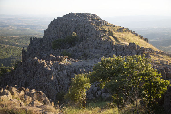 Foto van View of the adjacent mountain with Platforms A and C from the top of Tatićev kamenKokino - Noord-Macedonië