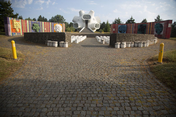 The open-air theatre in front of the Makedonium memorial | Kruševo | Macédoine du Nord