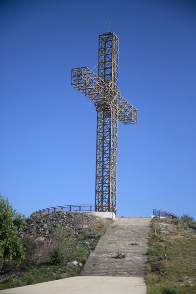 Iron cross on top of Vrsnik mountain near Kruševo | Kruševo | Macedonia del Norte