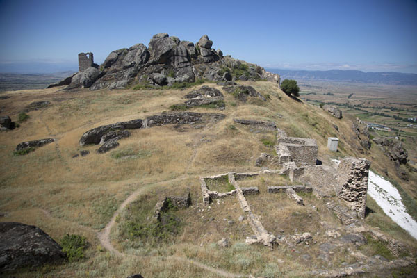 Foto van View from the top of Marko's towers, with ruins clearly visiblePrilep - Noord-Macedonië