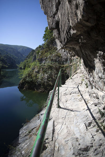 Foto de View from the Matka canyon trailMatka - Macedonia del Norte
